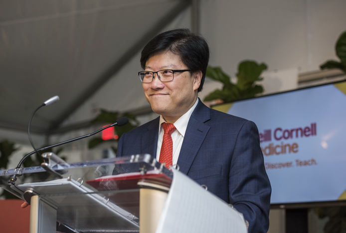 Dean Augustine M.K. Choi announcing Weill Cornell Medicine's new scholarship program